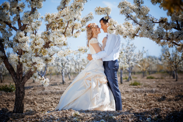 Tips To Make Sure Weddings On Spring Time Go Off Without A Hitch